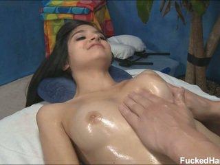 Monada delgada zoey receiving masaje