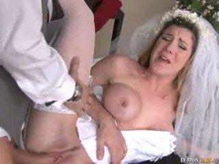 Breathtaking cô dâu kayla paige acquires cô ấy taut mưa âm hộ stuffed với stiff cứng con gà trống