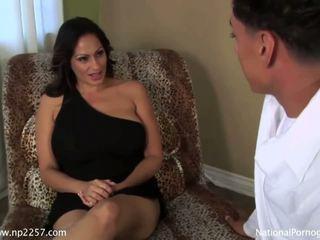 Sangat bagus besar titted wanita dengan pria lebih muda shags dengan dia baik hung lover