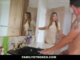 Familystrokes - lánya fucks step-dad míg anya showers