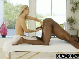 Blacked gražu blondinė karla kush loves massaging bbc