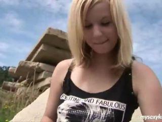 Blondi onto the rocks