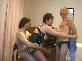 Gemuk dewasa wanita kacau oleh tiga guys