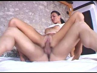 ideální bruneta, většina orální sex, vaginální sex ideální