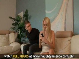 Danny wylde és blake rose baszás belül kanapén szoba