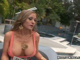 Abby rode трахання вгору і getting rewarded для секс