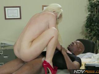 Hdvpass grand titty infirmière alexis ford rides bite