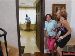 Kuum teenija abby lee brazil 3kas koos tohutu hooters kasuema