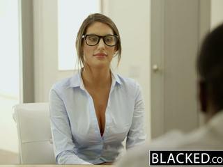 Blacked august ames gets an inter-racial ejaculação interna