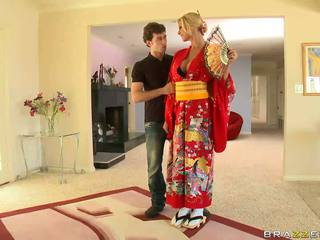 Loira geisha breaking com customs