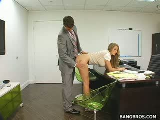 Lungo haired biondo seducing suo boss