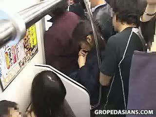 Innocent 青少年 摸索 到 性高潮 上 火車