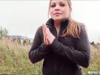 टीन alessandra fucks उसकी रास्ता घर