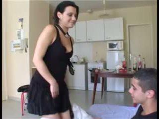 Il prend la fille par överraskning et ejacule dans sa chatte
