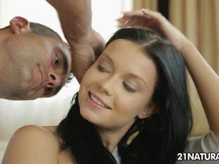 hardcore sex, sărutat, piercing-uri