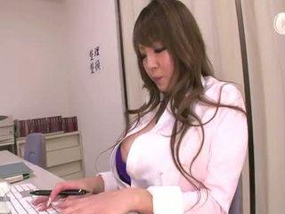 velký, velká prsa, sukně