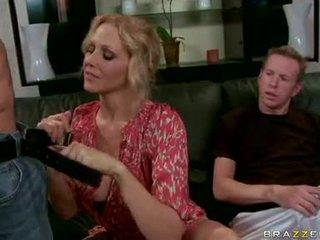 Julia ann blond milf spille og engulf den hardt dongs