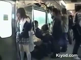 Δημόσιο τρένο γυμνός/ή