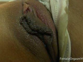 Pierwszy czas amatorskie masturbates jej duży cipka lips do orgazm