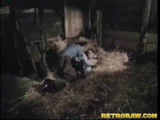 Retro bang iekšā ka vīrietis stables