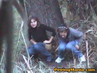 Girls kejiret peeing nang the alas