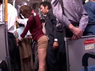 צעיר collegegirl reluctant ציבורי אוטובוס אורגזמה