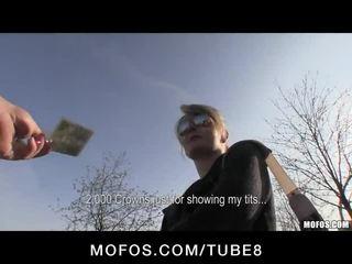 Блондинки чешки с съвършен цици е paid към флаш и майната