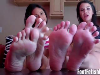 您 剛 cant 停止 staring 在 我的 腳 可以 您: 免費 色情 ff