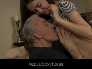 Teeny bejba having analno seks s old guy