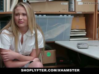 Shoplyfter - catholic koolitüdruk karistatud jaoks stealing