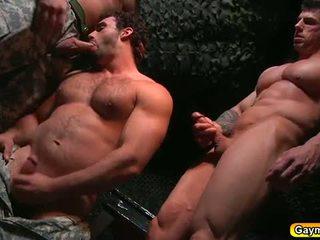 Bunker anāls jāšanās gejs trijatā