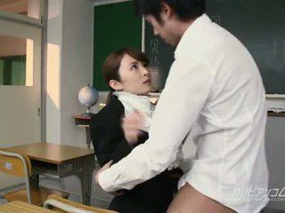 Beauty opettaja perseestä kova mukaan students