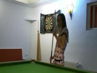 Two 女の子 で 靴 上の billiards テーブル