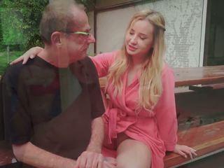 Langkah ayah fucks muda wanita simpanan licking dia kaki air mani di