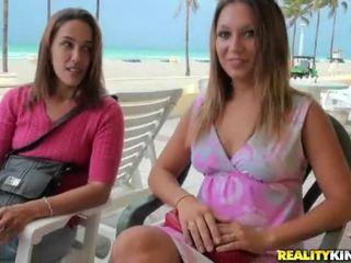 Шоу на много горещ и нудисти секс видеоклипове към виждам за безплатно