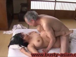 Jaunas krūtinga japoniškas mergaitė pakliuvom iki senas vyras http://japan-adult.com/xvid