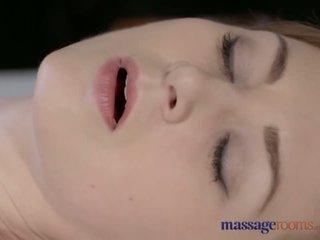 Masáž rooms krásne bledé skinned mama squirts pre the veľmi prvý čas - porno video 901