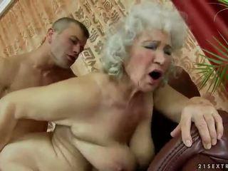 Karvainen mummi getting perseestä kova