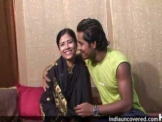 Първи секс на camera за сладурана индийски и тя hubby