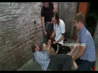 Marrón haired y sumisa muñeca gets brutally handled por un bunch de cachonda men