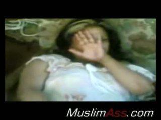 Arab gadis nakal flashes dia alat kemaluan wanita