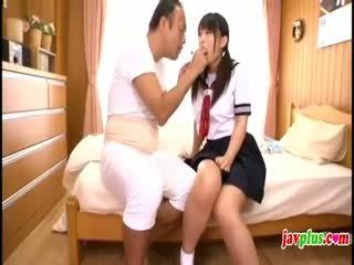 ญี่ปุ่น innocent เด็กนักเรียนหญิง seduced โดย เก่า ขี้เหร่ ลุง