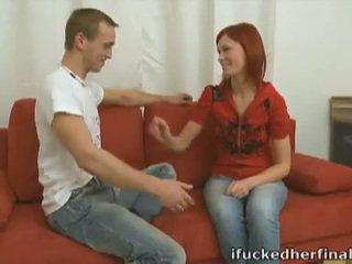 Punapää teinit diana steamy ensimmäinen aika seksi päällä sohvalla