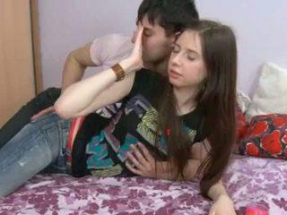 Este 18yo gaja having ejaculações em dela hole