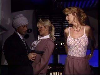 Arab พบ two ร้อน เด็กเสิร์ฟ และ เพศสัมพันธ์ ทั้งสอง ของ พวกเขา ในขณะที่ ใน อากาศ planes