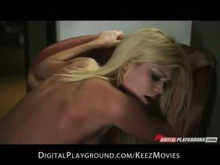 Kiimas big-tit kuum blond tüdruksõber riley steele rides hard-dick