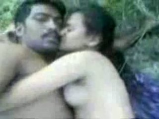 Tamil couples 섹스 outdoors