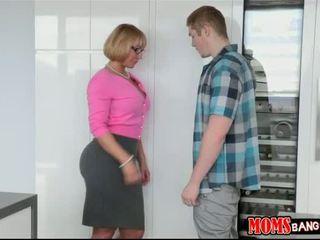Milf melanie monroe hubungan intim dengan remaja