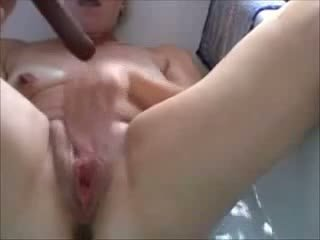 Belgian mature slutwife works in the bathroom