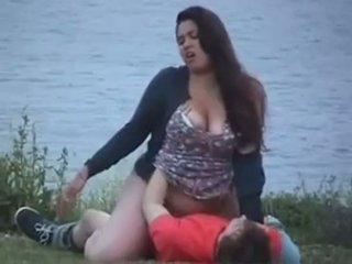 Παχουλός/ή 20yr γριά γαμήσι στο ο lake